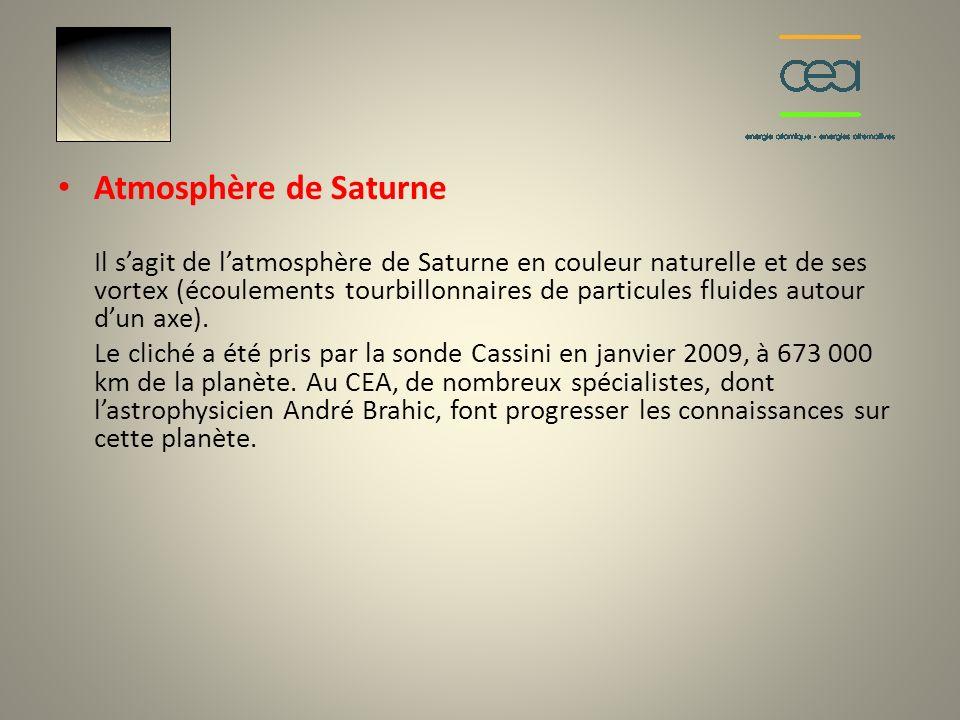 Atmosphère de Saturne Il sagit de latmosphère de Saturne en couleur naturelle et de ses vortex (écoulements tourbillonnaires de particules fluides aut