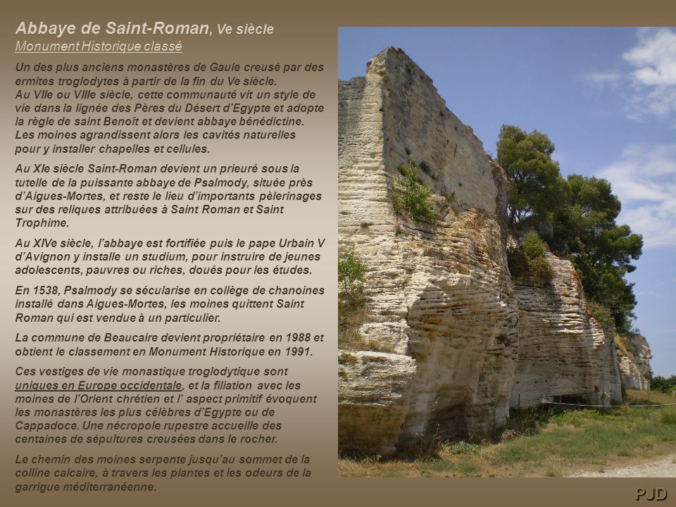 Vue sur le Rhône depuis lune des fenêtres de labbaye. PJD