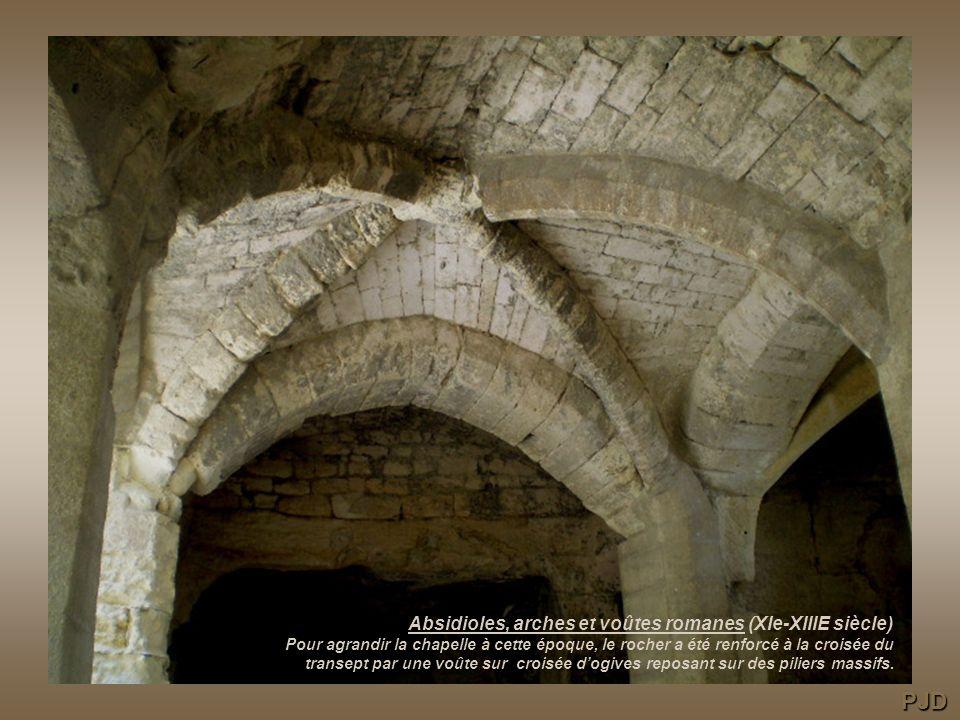 Fortifications de labbaye au XIVe siècle pendant de la Guerre de Cent ans. PJD