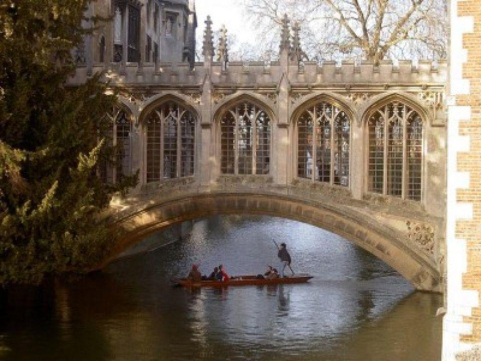 PONT DES SOUPIRS Cambridge Angleterre Ce pont appartient au Collège St. John de lUniversité de Cambridge. Construit en 1831 il traverse la Rivière Cam