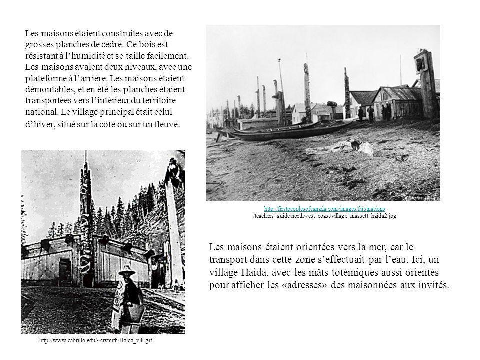 http://www.cabrillo.edu/~crsmith/Haida_vill.gif Les maisons étaient construites avec de grosses planches de cèdre. Ce bois est résistant à lhumidité e