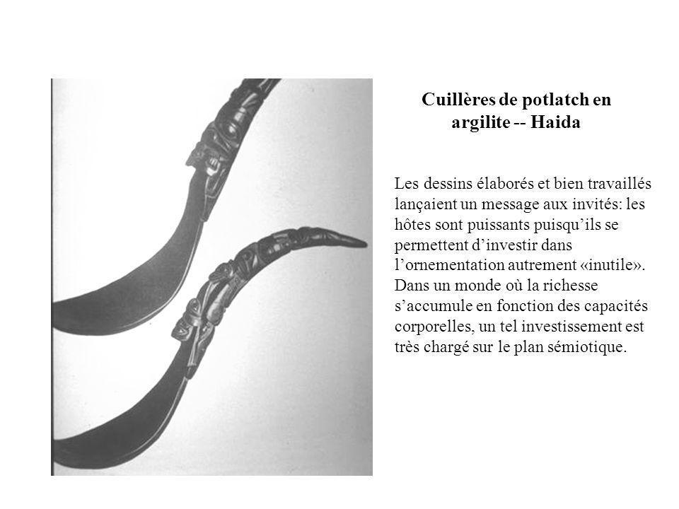 Cuillères de potlatch en argilite -- Haida Les dessins élaborés et bien travaillés lançaient un message aux invités: les hôtes sont puissants puisquil