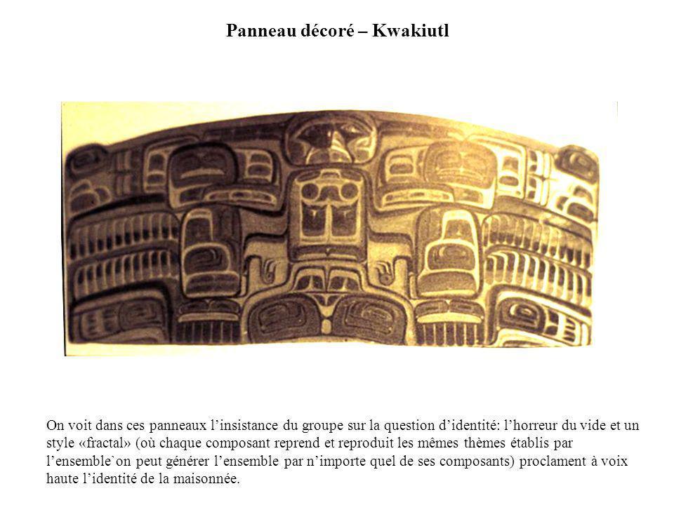 Panneau décoré – Kwakiutl On voit dans ces panneaux linsistance du groupe sur la question didentité: lhorreur du vide et un style «fractal» (où chaque