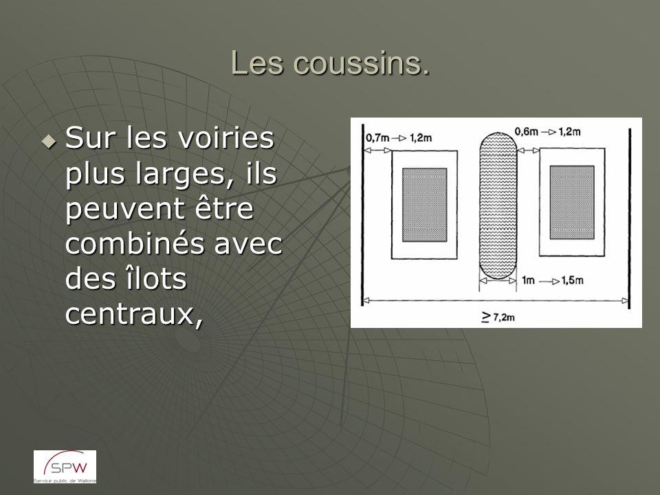 Les coussins. Sur les voiries plus larges, ils peuvent être combinés avec des îlots centraux, Sur les voiries plus larges, ils peuvent être combinés a