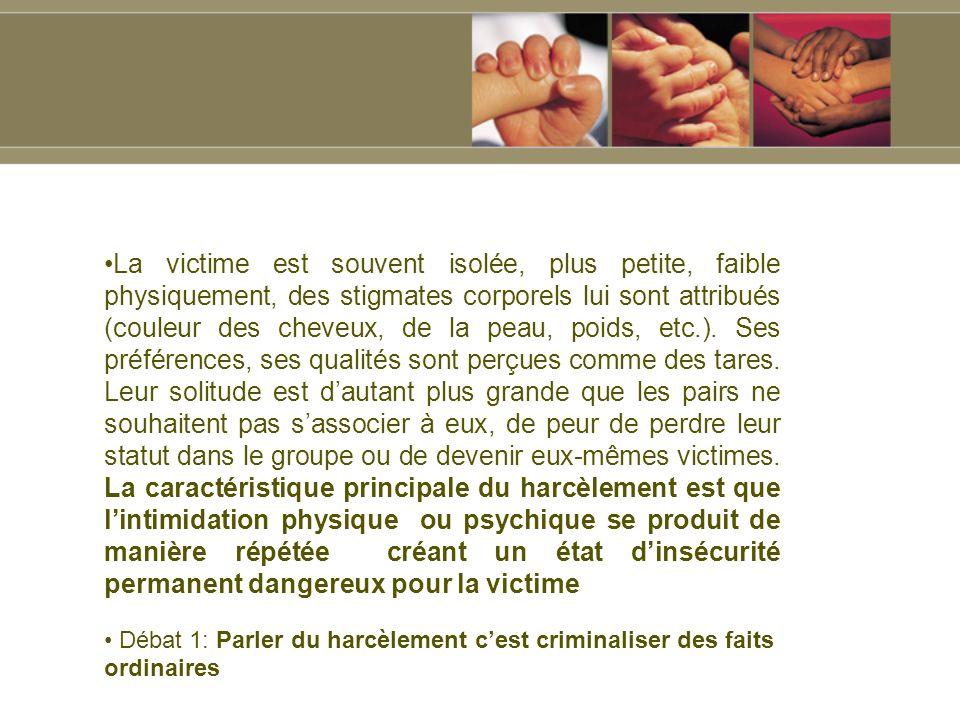 La victime est souvent isolée, plus petite, faible physiquement, des stigmates corporels lui sont attribués (couleur des cheveux, de la peau, poids, etc.).