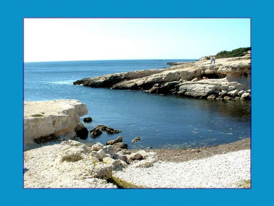 Nous entrons, maintenant, sur le très étendu territoire de la ville de Martigues.