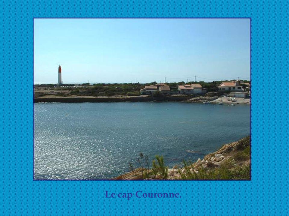 Au Moyen Age, des « pharots » étaient installés le long des côtes pour signaler la position des caps et rochers.