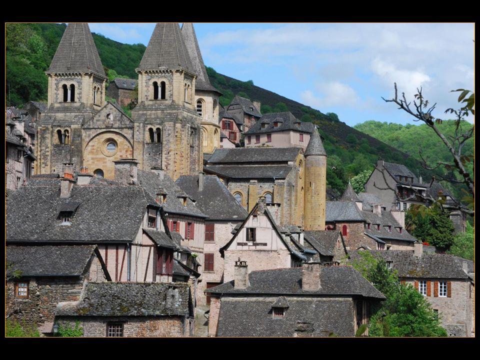 deux itinéraires de pèlerinage vers Compostelle convergent ici : celui de Puy-en-Velay et celui de Rodez
