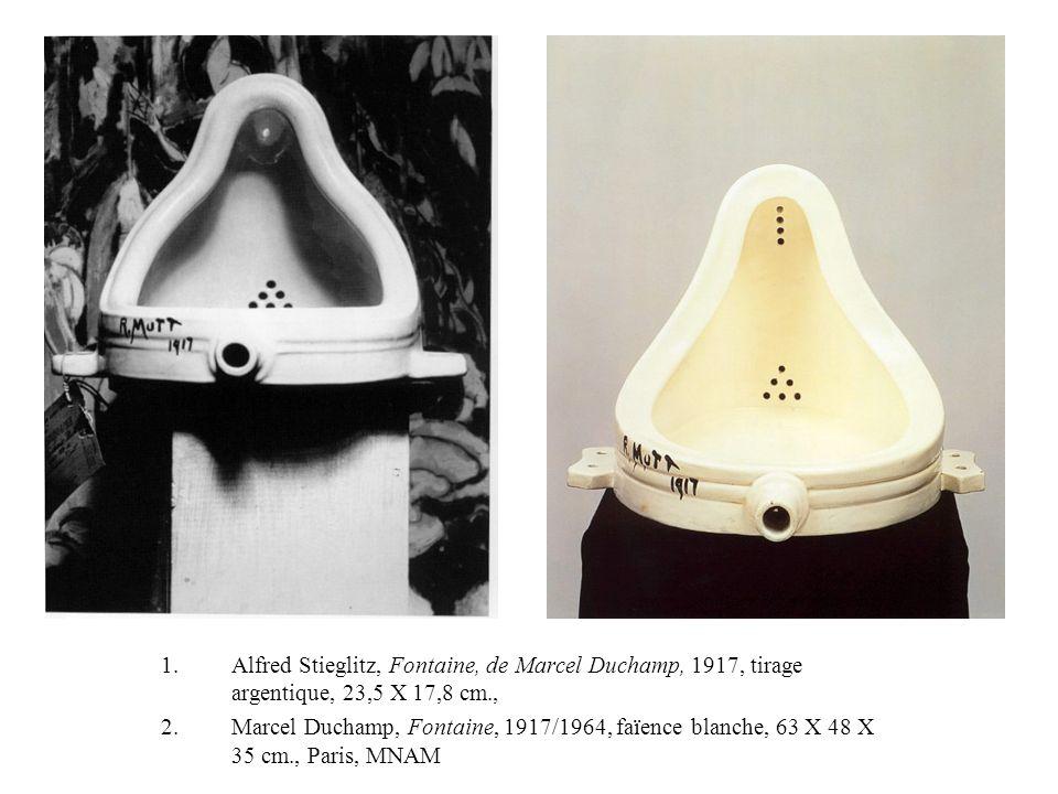 1.Alfred Stieglitz, Fontaine, de Marcel Duchamp, 1917, tirage argentique, 23,5 X 17,8 cm., 2.Marcel Duchamp, Fontaine, 1917/1964, faïence blanche, 63