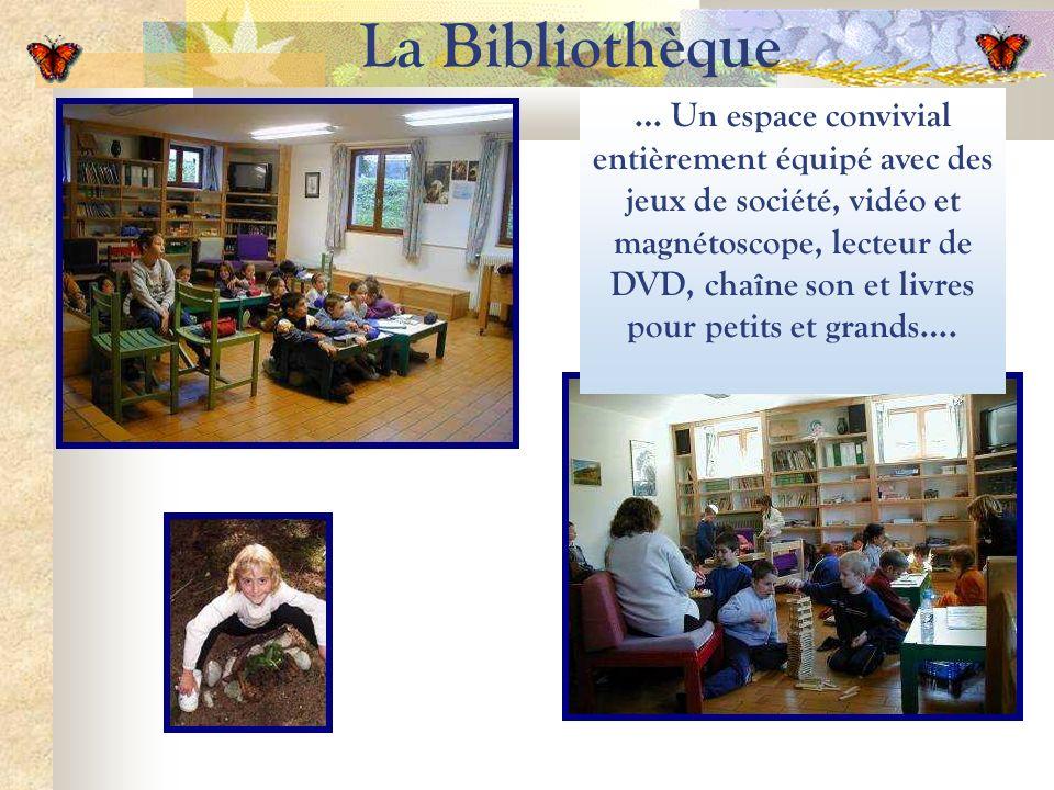 La Bibliothèque … Un espace convivial entièrement équipé avec des jeux de société, vidéo et magnétoscope, lecteur de DVD, chaîne son et livres pour petits et grands….