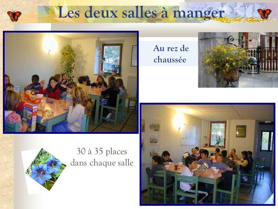 Les deux salles à manger Au rez de chaussée 30 à 35 places dans chaque salle
