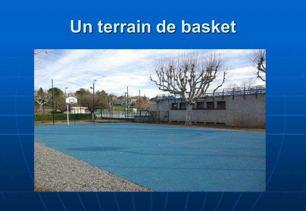 Un terrain de basket