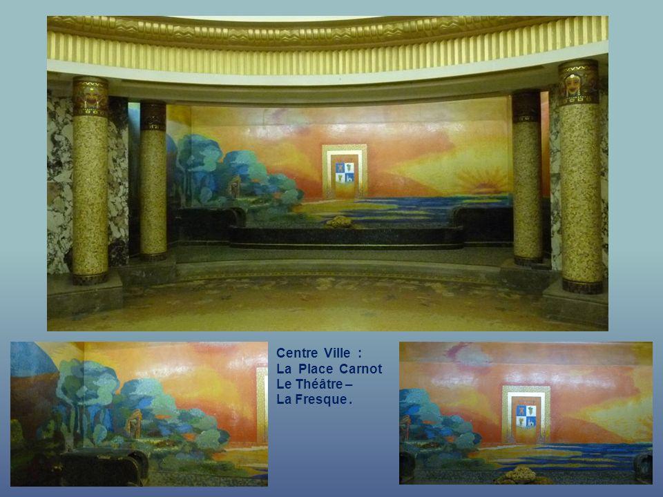 Centre Ville : La Place Carnot - Le Théâtre e Hall dEntrée.