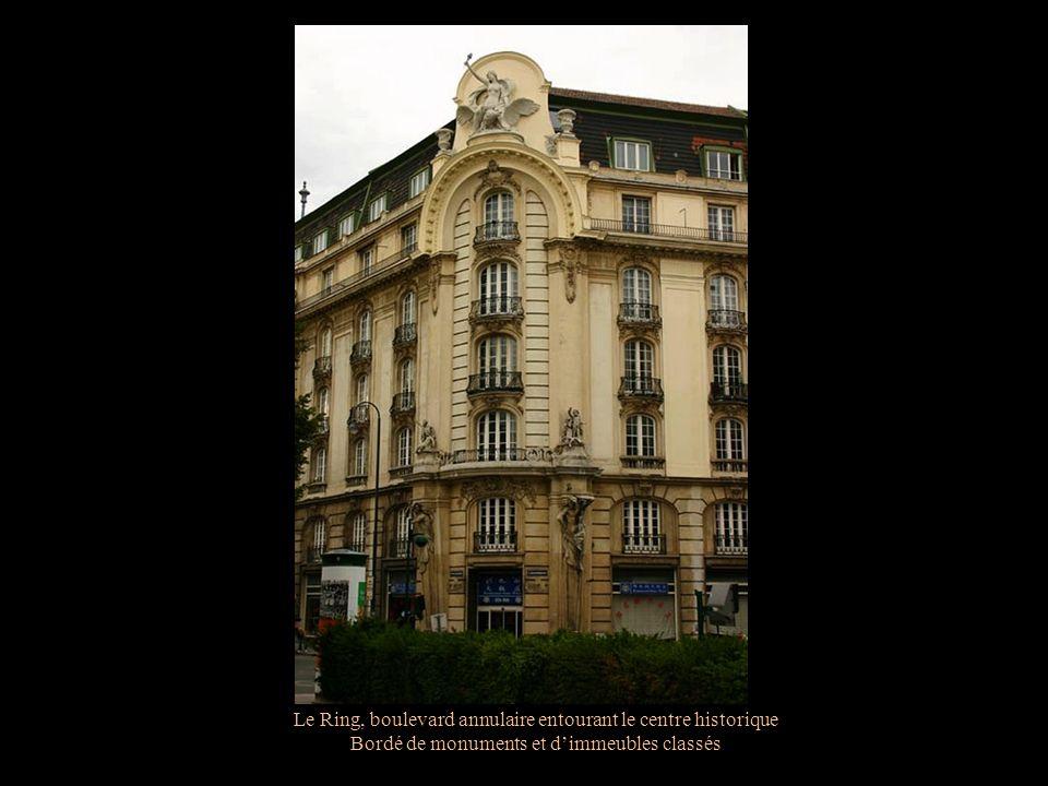 Le Ring, boulevard annulaire entourant le centre historique Bordé de monuments et dimmeubles classés Le palais Trautson