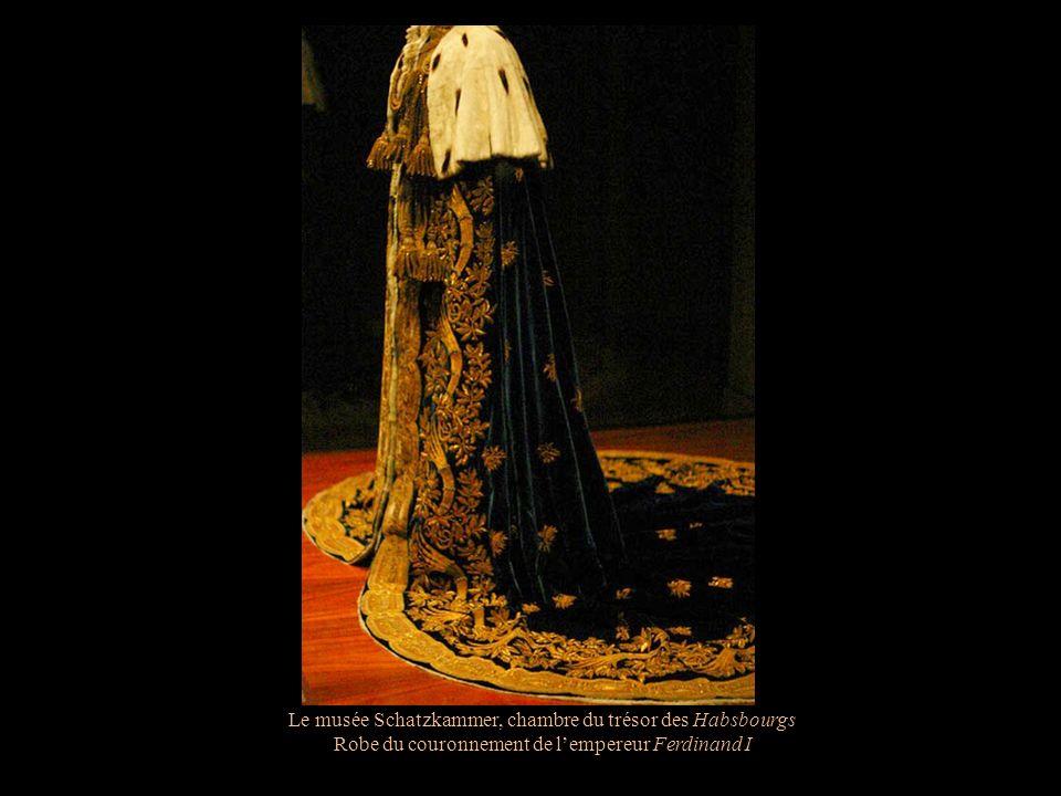 Le musée Schatzkammer, chambre du trésor des Habsbourgs Le manteau arhiducal