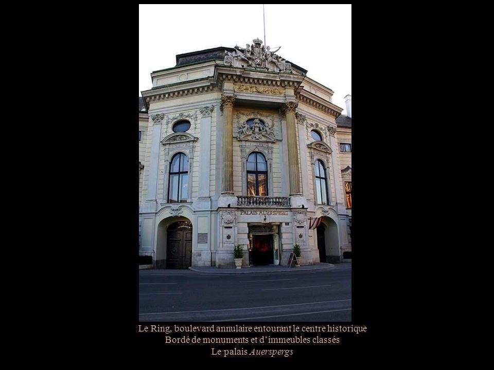 Le Ring, boulevard annulaire entourant le centre historique Bordé de monuments et dimmeubles classés Le palais Auerspergs