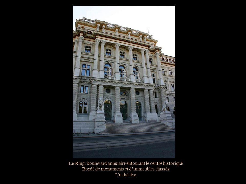 Le Ring, boulevard annulaire entourant le centre historique Bordé de monuments et dimmeubles classés Un théatre