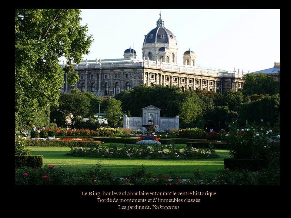 Le Ring, boulevard annulaire entourant le centre historique Bordé de monuments et dimmeubles classés Les jardins du Volksgarten