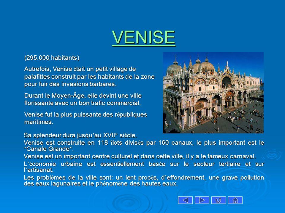 VENISE Sa splendeur dura jusqu au XVII° si è cle. Sa splendeur dura jusqu au XVII° si è cle. Venise est construite en 118 î lots divis é s par 160 can