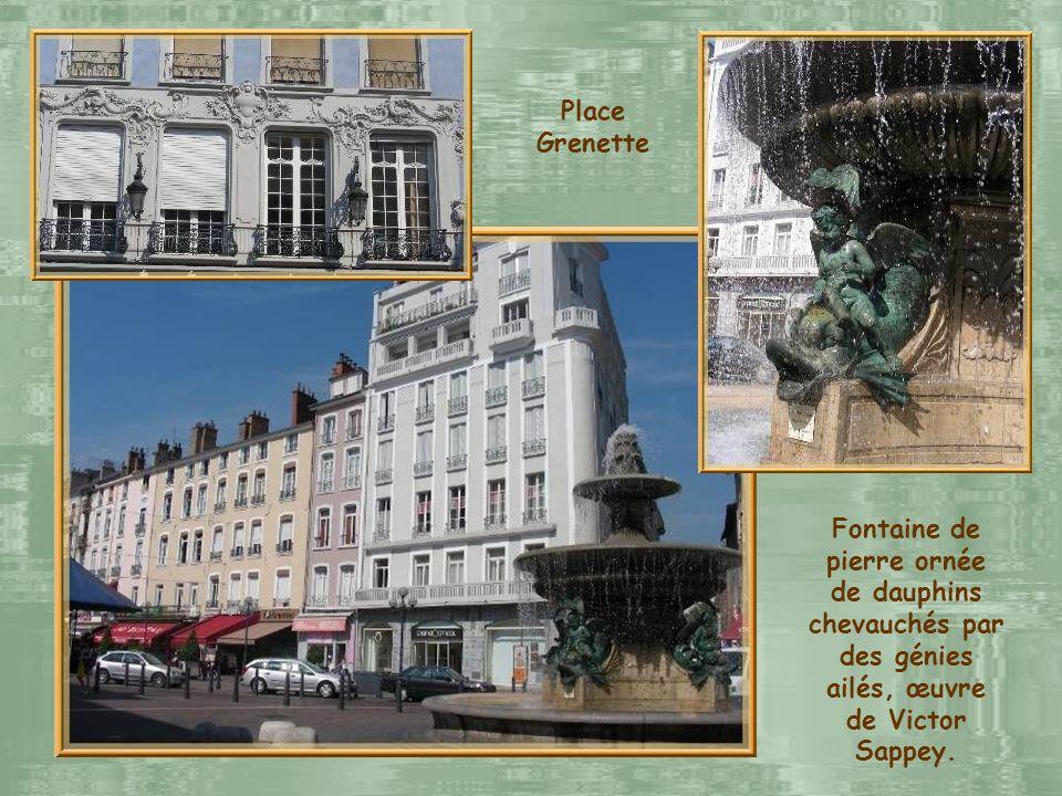 Ici naquit, le 23 janvier 1783, le célèbre écrivain romantique, Stendhal. La diapositive suivante nous fait découvrir la place Grenette qui fut place