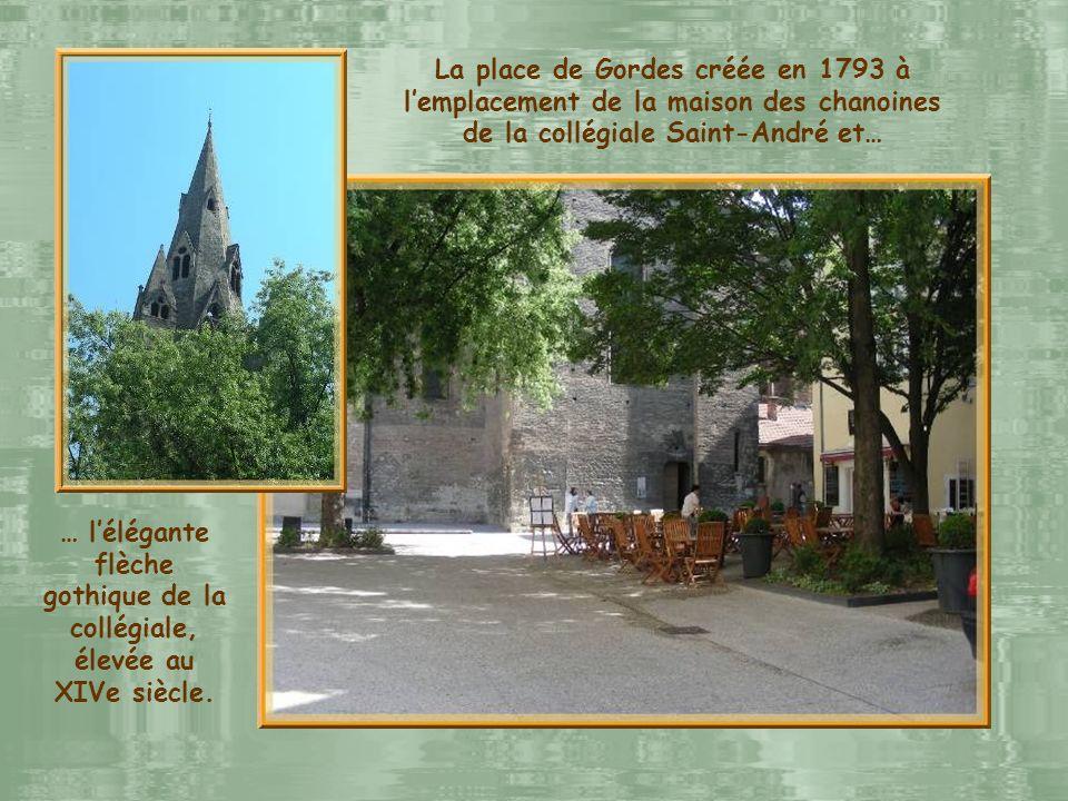 Le jardin de Ville et lancien hôtel de Lesdiguières construit dans la première moitié du XVIIe siècle.