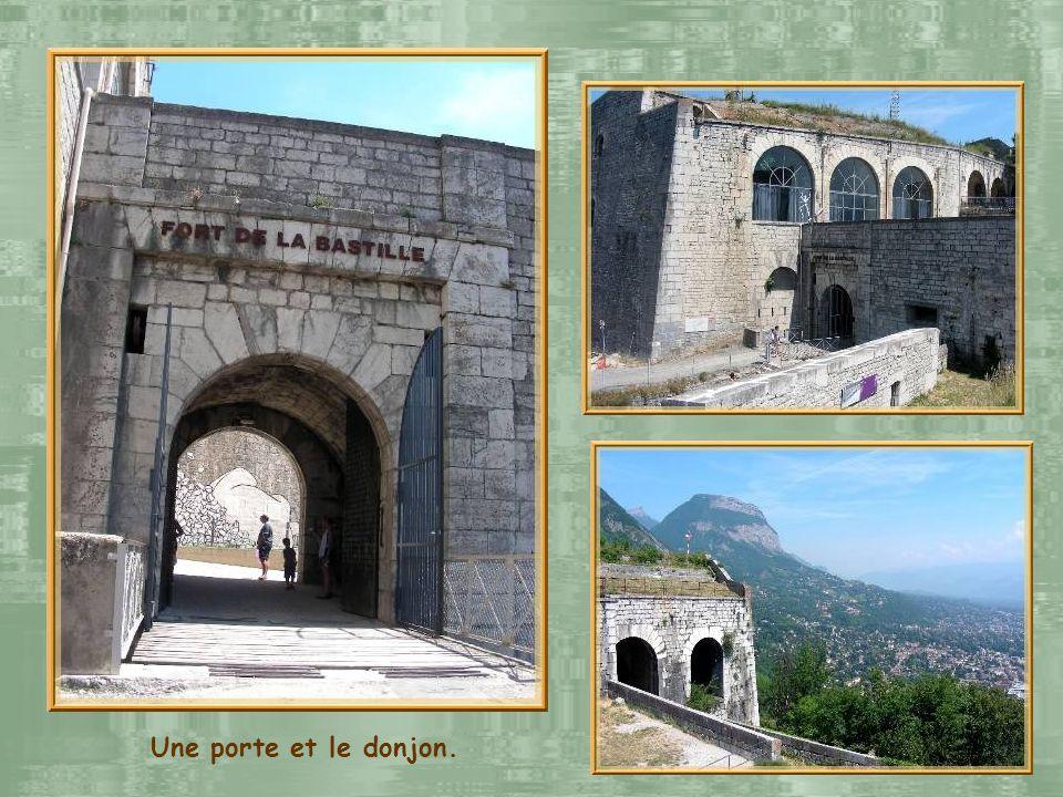 Cest en 1591 que, sur la volonté du Duc de Lesdiguières, est construite la première fortification. Un siècle plus tard, Vauban imagine un nouveau proj