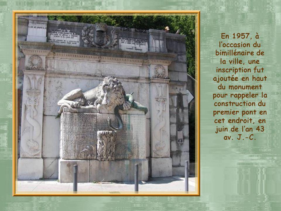 Traditionnellement, lIsère fut symbolisée par le serpent et le Drac, son affluent, par un dragon, à cause de ses emballements furieux de bête sauvage.
