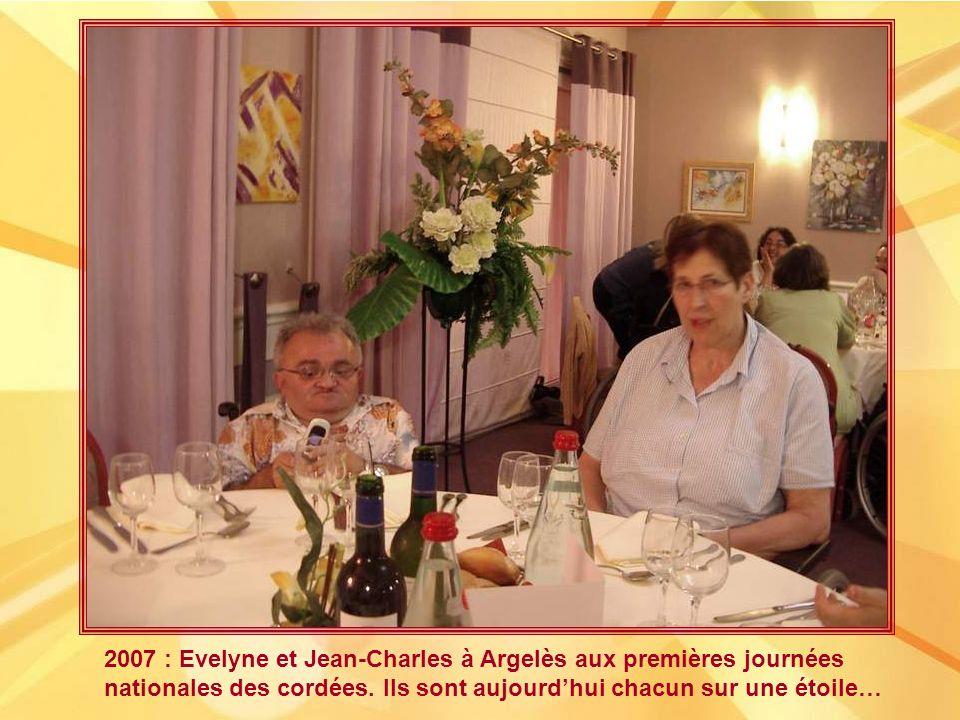 En mai 2001, arrivée à Varennes-Vauzelles dAnne Mémet, quEvelyne avait hébergée lors de sa première nuit dans la longue marche quelle avait entamée et quelle intitulait « Marcher pour ceux qui ne le peuvent pas ».