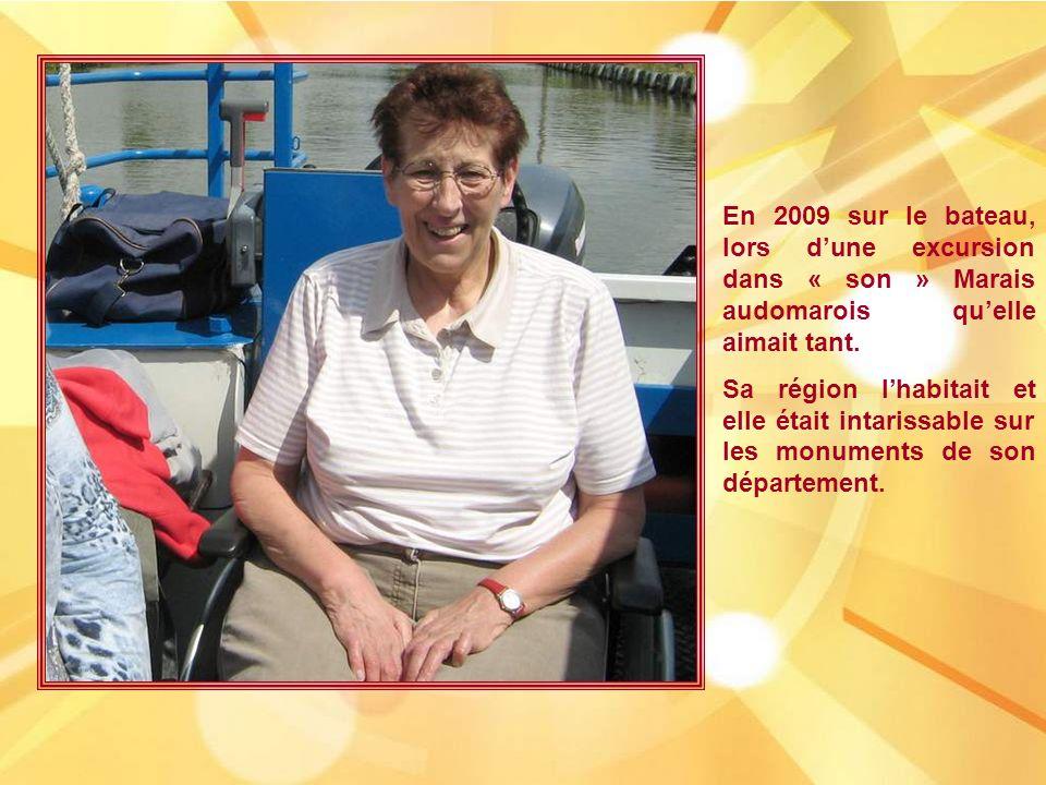 En 2009 sur le bateau, lors dune excursion dans « son » Marais audomarois quelle aimait tant.