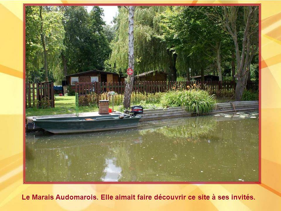 Le Marais Audomarois. Elle aimait faire découvrir ce site à ses invités.