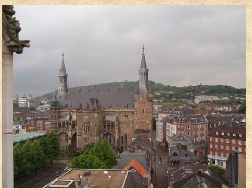 Lundi 19 Mai 8h30 à 10h30 Arrêt à Aix la Chapelle (pause chauffeur) (petit déjeuner en route) Déjeuner sur la route 18h Arrivée à Hambourg & Accueil dans les familles