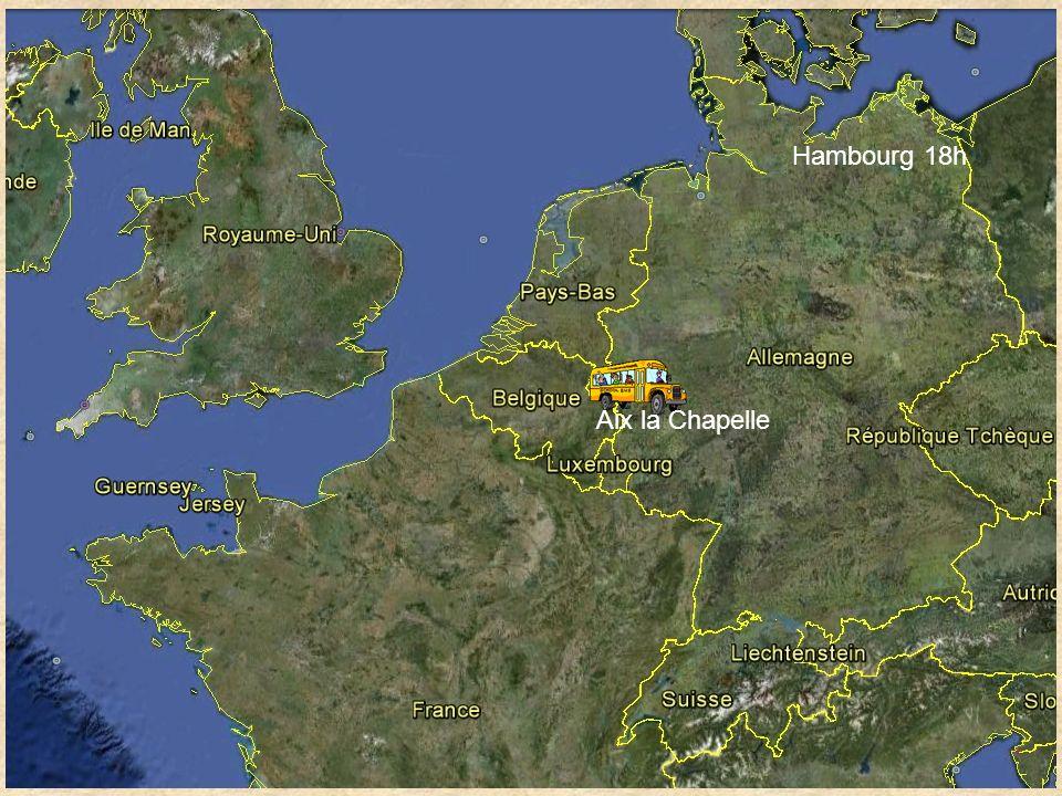 Jeudi 22 Mai (Français seulement) Journée à Hambourg Départ 8h Départ en métro jusquau port pour toute la journée Visite du vieux tunnel sous lElbe Visite en bateau sur lElbe et visite d Oevelgönne Visite du bateau Rickmer Rickmers