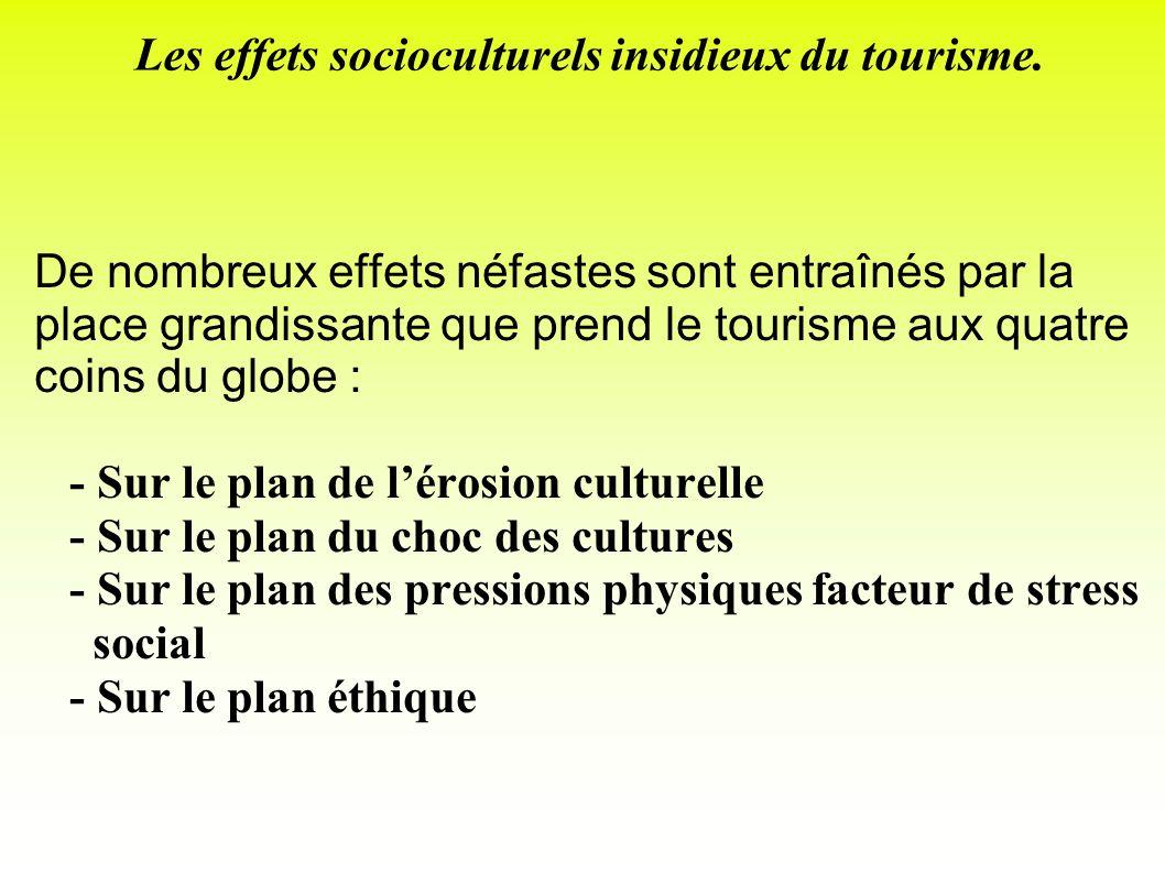 Les effets socioculturels insidieux du tourisme. De nombreux effets néfastes sont entraînés par la place grandissante que prend le tourisme aux quatre