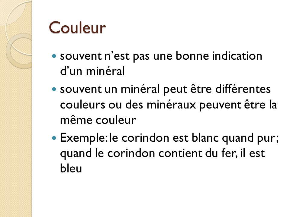 Trace la couleur de la marque laissée par le minéral sur une plaque de porcelaine Exemple:lor - une trace jaune la pyrite - une trace noire/brun
