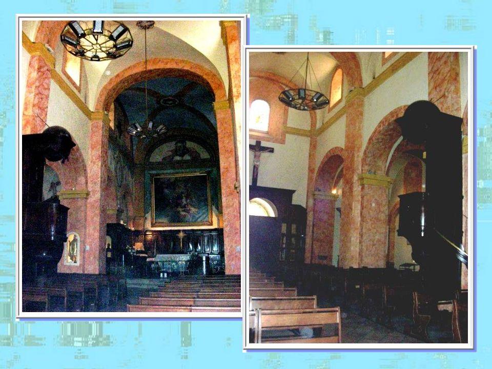 Léglise Saint-Trophyme a été construite au XVIIIe siècle, dinspiration romane. Au XVe siècle, il existait une église dédiée au même saint près du chât