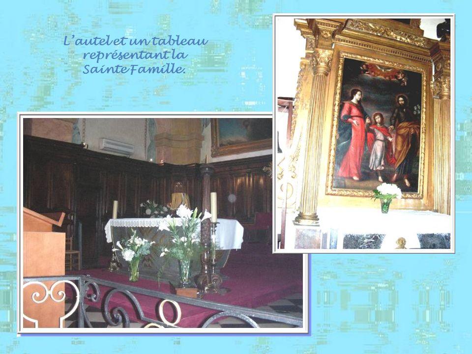 On retrouve ci-haut Notre-Dame de Constance et, à droite, Notre-Dame du Sacerdoce. Curieusement, toutes les statues, dont six bustes- reliquaires, son