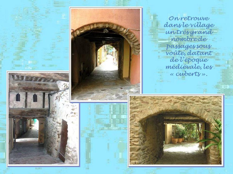 Sans doute la plus célèbre des ruelles de Bormes-les- Mimosas. On peut sy rompre le cou!!! En provençal, cela veut dire « casse-derrière » ou plus vul
