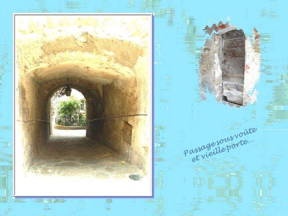 On retrouve dans le village un très grand nombre de passages sous voûte, datant de lépoque médiévale, les « cuberts ».