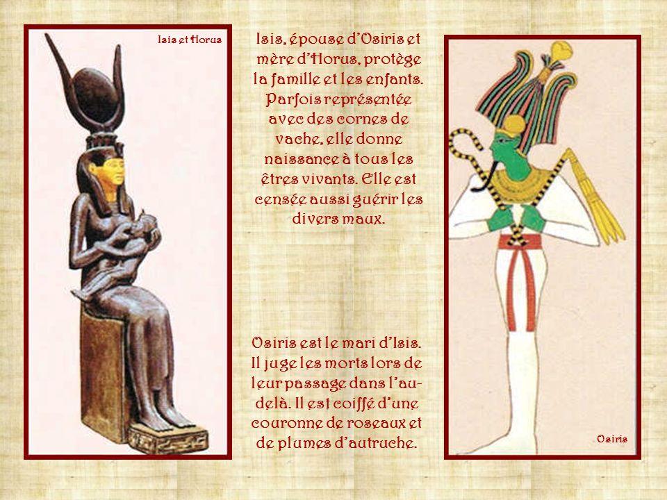 Amon, dieu de Thèbes, devient, à partir de la XIe dynastie, le dieu de tout le royaume sous le nom dAmon-Rê. Amon Annubis, dieu à tête de chacal, est