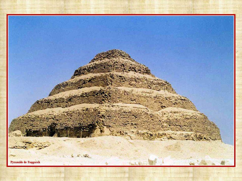 Ce sont plus de 70 pyramides qui ont été construites pendant lAncien et le Moyen Empire. Ces constructions, réalisées à la demande des pharaons, devai