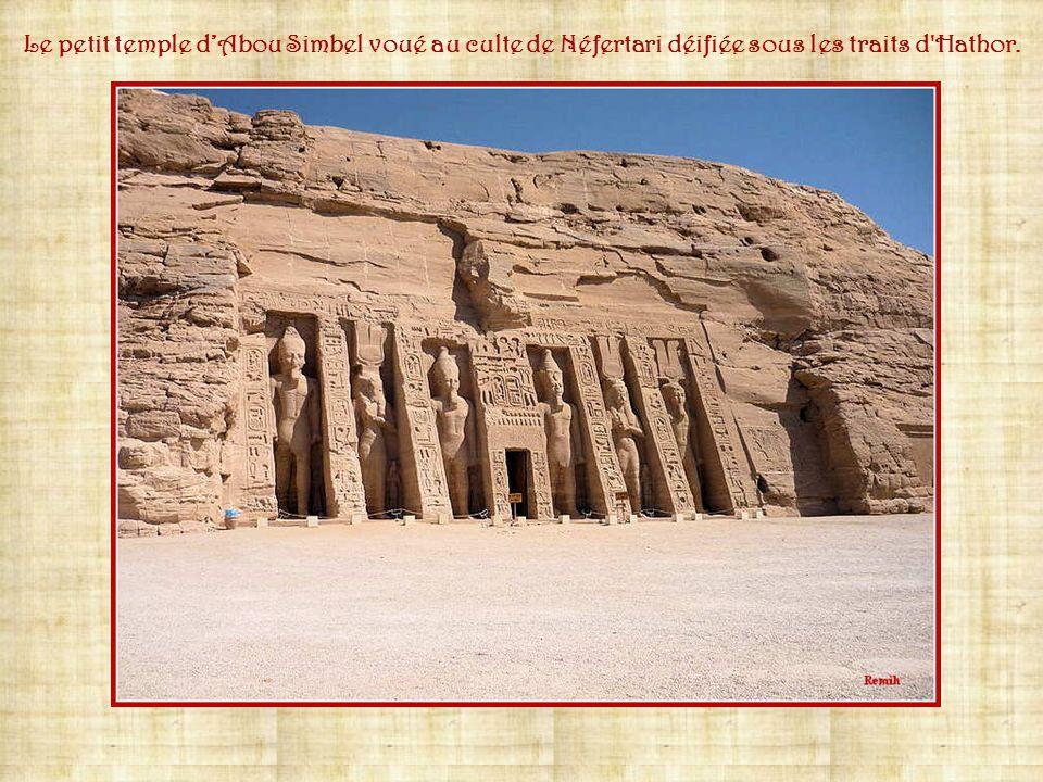Le grand temple dAbou Simbel voué aux cultes d'Amon, de Rê, de Ptah et de Ramsès II déifié.