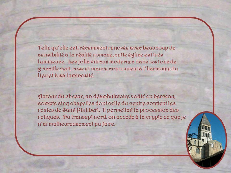 Les verrières de Saint-Philibert ont été détruites au XVIe siècle pendant les guerres de Religion. La verrière du XIXe siècle la, quand à elle, été en