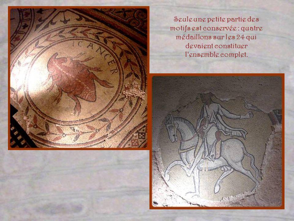 Recouvertes dun dallage de pierre, ces mosaïques furent redécouvertes lors de travaux d électricité en lan 2000. On les admire en contrebas du déambul
