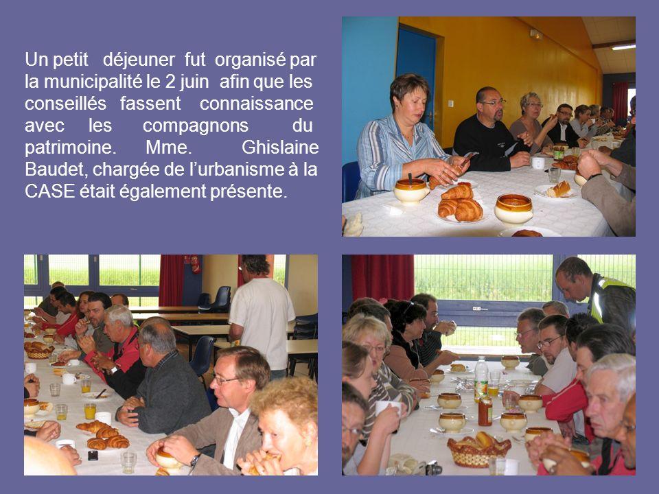Un petit déjeuner fut organisé par la municipalité le 2 juin afin que les conseillés fassent connaissance avec les compagnons du patrimoine. Mme. Ghis