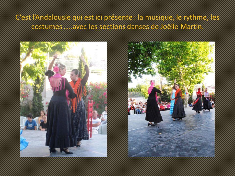 Les A.I.L. ont cependant une activité dominante : celle de la danse, ici danses sévillanes et flamencas.