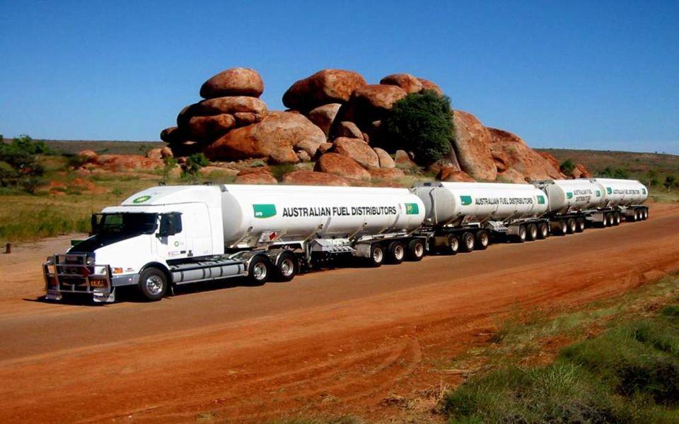 Australian Road Trains Transports australiens Song Ally Harron