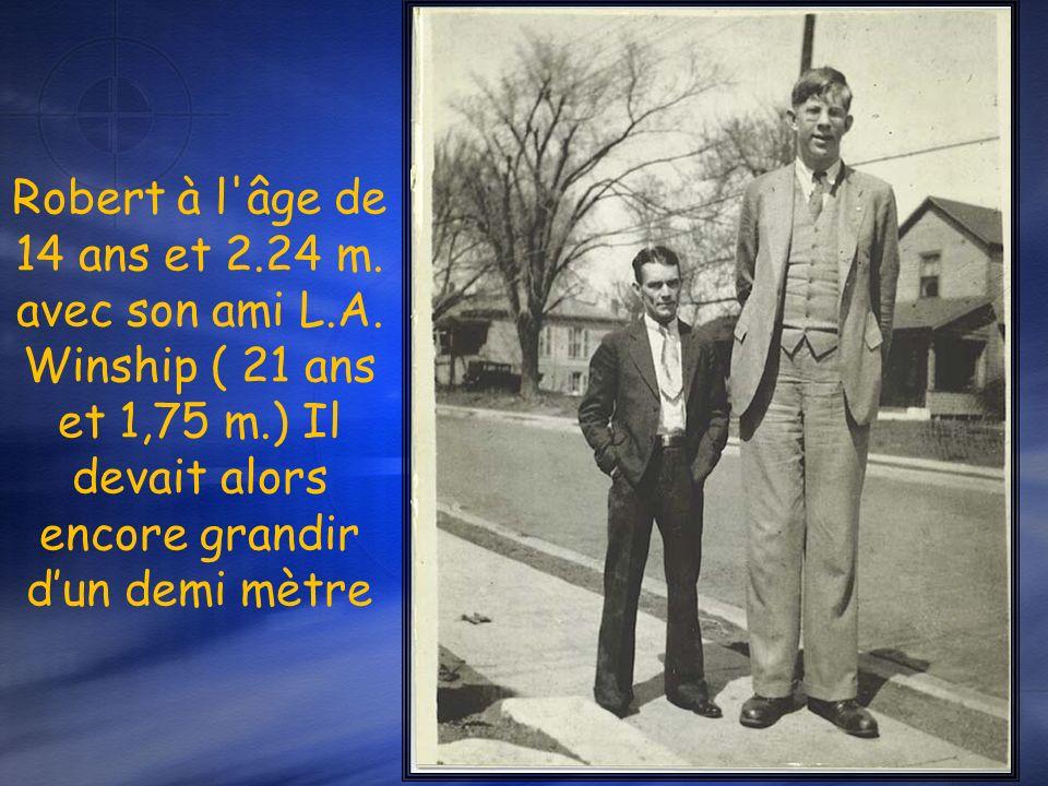 À 12 ans dans un camp de scouts il mesure 2m17