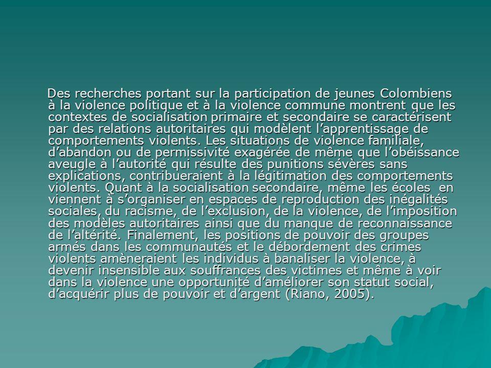 Des recherches portant sur la participation de jeunes Colombiens à la violence politique et à la violence commune montrent que les contextes de socialisation primaire et secondaire se caractérisent par des relations autoritaires qui modèlent lapprentissage de comportements violents.