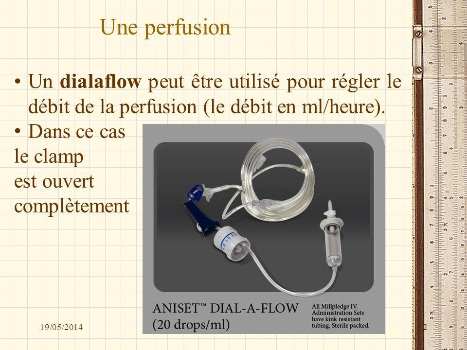 Une perfusion Un dialaflow peut être utilisé pour régler le débit de la perfusion (le débit en ml/heure). Dans ce cas le clamp est ouvert complètement