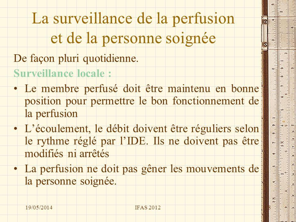 La surveillance de la perfusion et de la personne soignée De façon pluri quotidienne. Surveillance locale : Le membre perfusé doit être maintenu en bo
